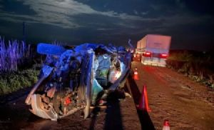Grave acidente entre caminhonete e caminhão é registrado na MT-430 (Crédito: Reprodução)