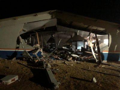 Funcionário usa pá carregadeira para destruir sede de fazenda em Nova Mutum